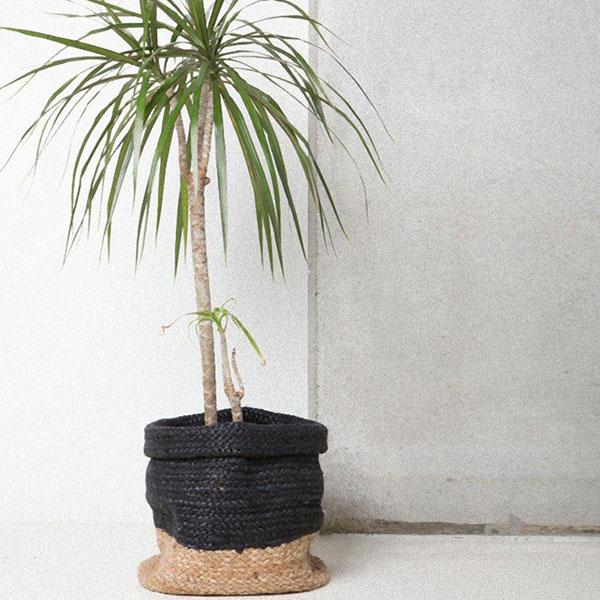 panier tressé noir en jute pour plantes