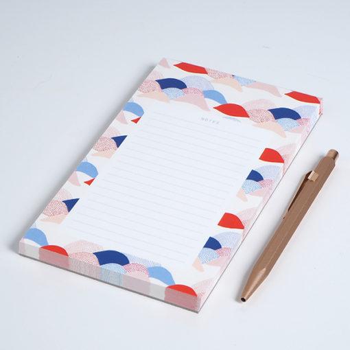 bloc note season paper avec un stylo en laiton