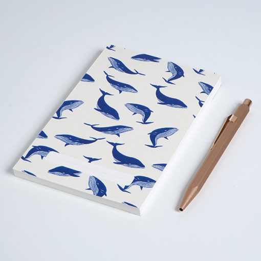 calepin aux motifs baleine made in France avec stylo en laiton
