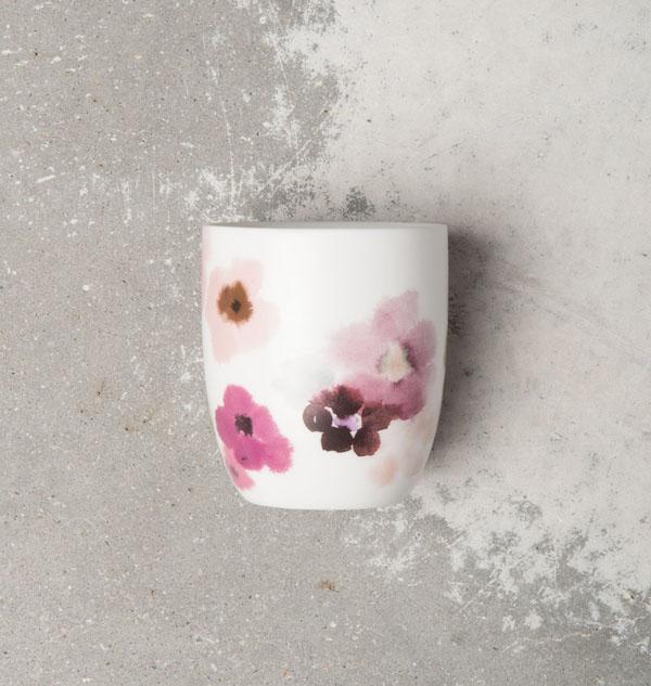 tasse fleurie rose et blanche