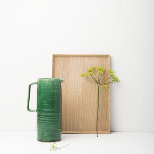 plateau en bois wood , et jarre verte
