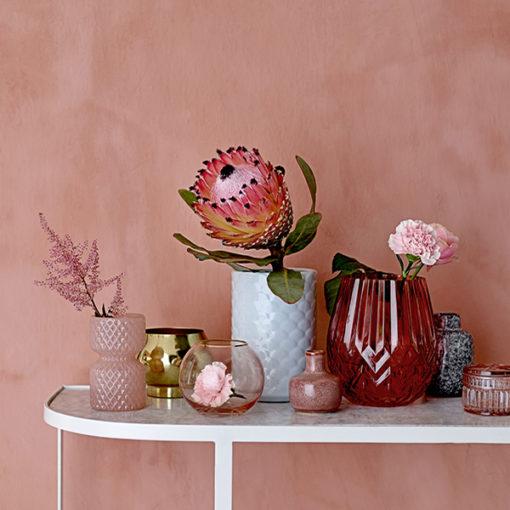 mélange de vases roses et gold doré