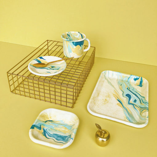 ensemble de vaisselel bornn émail jaune