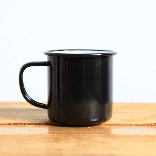 mug, tasse, en émail noir Zangra