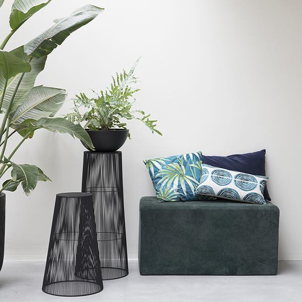 pi destal iron rods noesis la boutique. Black Bedroom Furniture Sets. Home Design Ideas